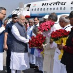 narendra-modi-welcomed-at-chattisgarh-airport-201611-1477997987